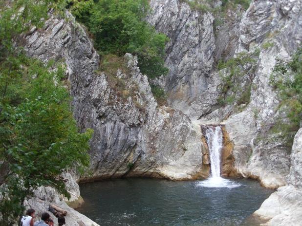 Водопад Сини вир, Медвен